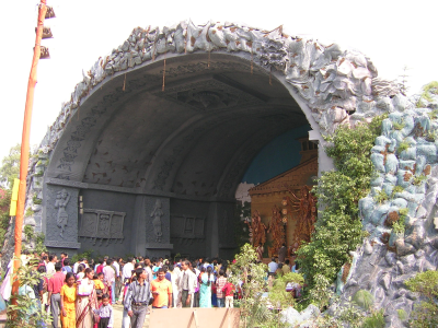 Pandal modeled after cave in Badrinath, upper Himalayas (Delhi 2004)
