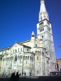 East end of the Romanesque Duomo with the Ghirlandina Tower