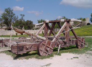 Replica catapult at Châ´¥au des Baux, France